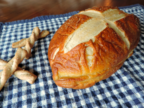 Homemade Pretzel Bread / from TheSirensTale.com