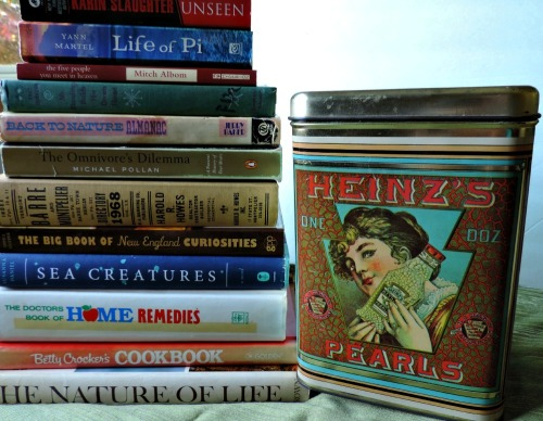 Thrifting: Books, Vintage Tins / from TheSirensTale.com